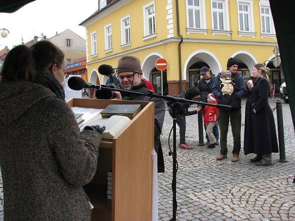 Čtení Bible vČeské Třebové.