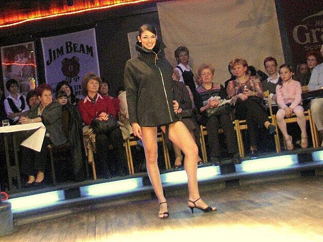 V ústeckém Dominu byla k vidění přehlídka nových modelů boutique Ariane.