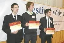 Talentovaní studenti letohradského gymnázia: zleva Aleš Stejskal, Ondřej Hubálek a Václav Kotyza.