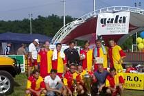 Hráči českotřebovského celku se mohli po turnaji chlubit velkým putovním pohárem primátora Pardubic pro vítěze.