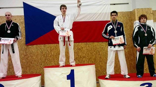 Jakub Kroulík (úplně vpravo) vybojoval na mistrovství republiky bronz