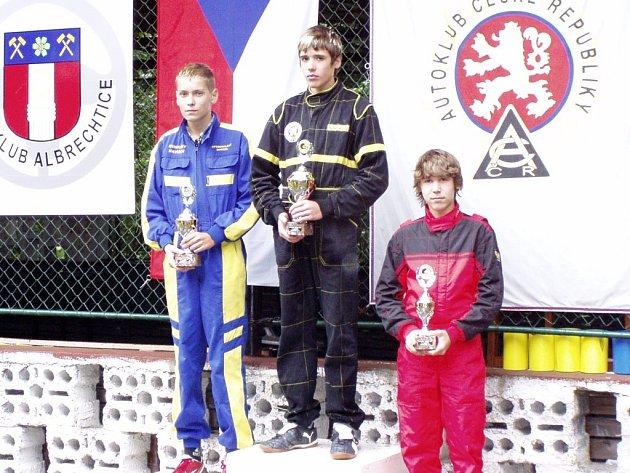 Na nejvyšším stupínku. Michal Voleský z ústeckého M+T minikár klubu vyhrál nedělní závod evropského poháru, který se jel v Albrechticích u Českého Těšína.
