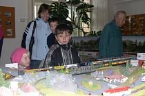 Z výstavy v Orlickém muzeu. O modely vláčků byl velký zájem.