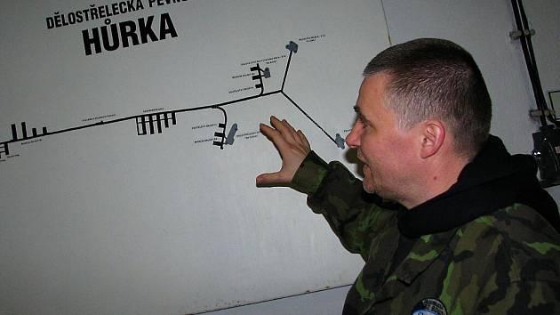 Z prohlídky rozestavěného vojenského muzea a podzemí dělostřelecké tvrze Hůrka.