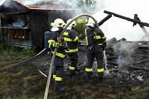 Z požáru včelína v Mostku.