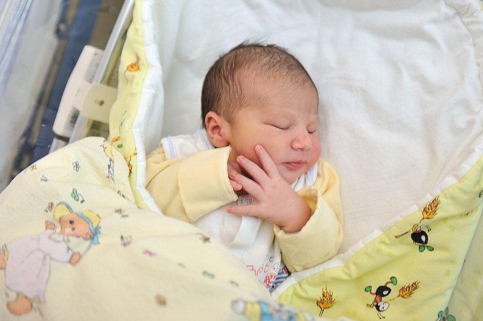 Patrik Polách se narodil 17. listopadu ve 2.18 rodičům Ivě Střechové a Marku Poláchovi z Janoušova, kde se na něj těší i sestra Týna. Potěšil je hmotností 3,52 kg.