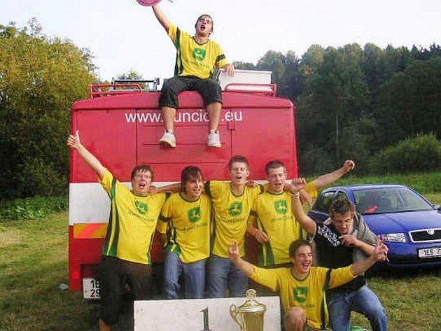 NEFALŠOVANÁ RADOST družstva SDH Kunčice B, letošního vítěze Velké ceny Ústeckoorlicka.