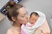 Evelína Martinková se narodila 29. října v 22.52 hodin, kdy vážila 3,260 kg. S rodiči Šárkou a Tomášem bude doma ve Svatém Jiří.