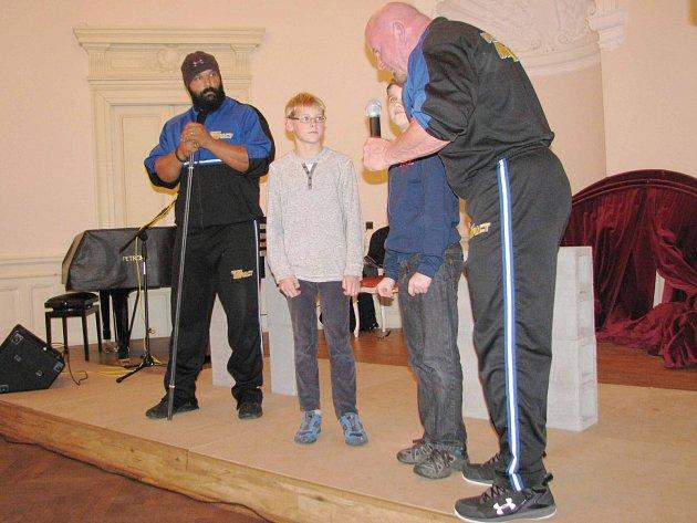 Strong man show ve Vysokém Mýtě upořádala Bratrská jednota baptistů.