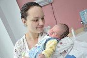 Matyáš Kupec, tak pojmenovali svého druhého potomka Iva Obertová a Ladislav Kupec z Králík. Chlapeček se narodil 19. dubna v 9.23 hodin, vážil 3,370 kg a doma se na něj těší sestřička Karolínka.