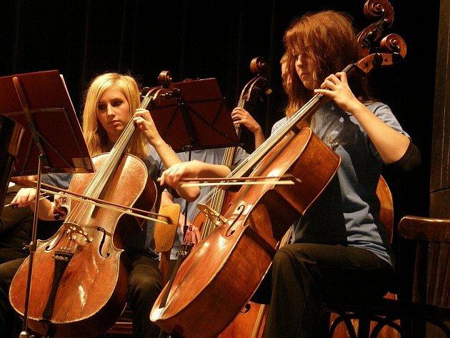 """Úvodní """"narozeninový"""" koncert u příležitosti 70. výročí založení ZUŠ v Ústí nad Orlicí."""