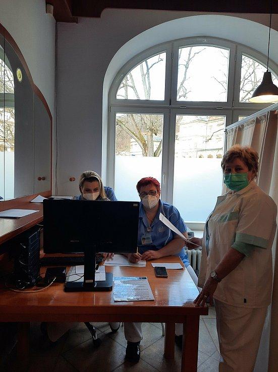 Zdravotní sestry v očkovacím centru