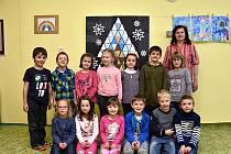 Žáci ze základní školy v Damníkově s paní učitelkou Irenou Tejklovou.