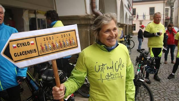 Cyklo Glacensis 2019. Propagační cyklojízda již po osmnácté zahájila cyklistickou sezonu v česko-polském příhraničí. Hvězdicové cyklojízdy se zúčastnilo 18 týmů startujících v pátek z deseti českých a osmi polských měst příhraničních regionů.  Z českých m