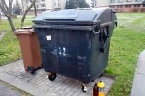 Hasiči likvidovali nebezpečný odpad.