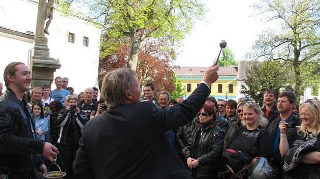 Vyznavači motocyklů v sobotu zcela zaplnili lanškrounské náměstí A. Jiráska.