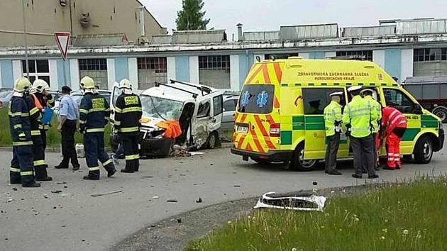 Z dopravní nehody v Chocni.