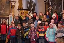Děti ze školy a školky v Ostrově zpívaly v kostele.