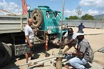 Oprava studny Zdislava ve vesnici Bas Pinal, Haiti.