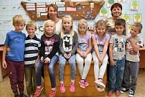 Žáci ze Základní školy Zámrsk s paní učitelkou Jarmilou Jandovou a Jitkou Krhovskou.