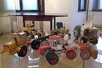 Z příprav výstavy Papírová realita v Městském muzeu v Ústí nad Orlicí.