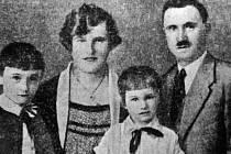 Rodina doktora Maiera krátce před tragédií: zleva Erwin, Anna, Walter, Josef.
