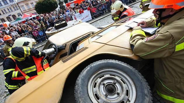 Regionální soutěž ve vyprošťování osob z havarovaných vozidel v Ústí nad Orlicí.