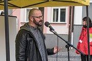 Nejsme slepí. S tímto mottem se na Starém náměstí v České Třebové sešlo okolo stovky lidí lidí na demonstraci za nezávislost justice.