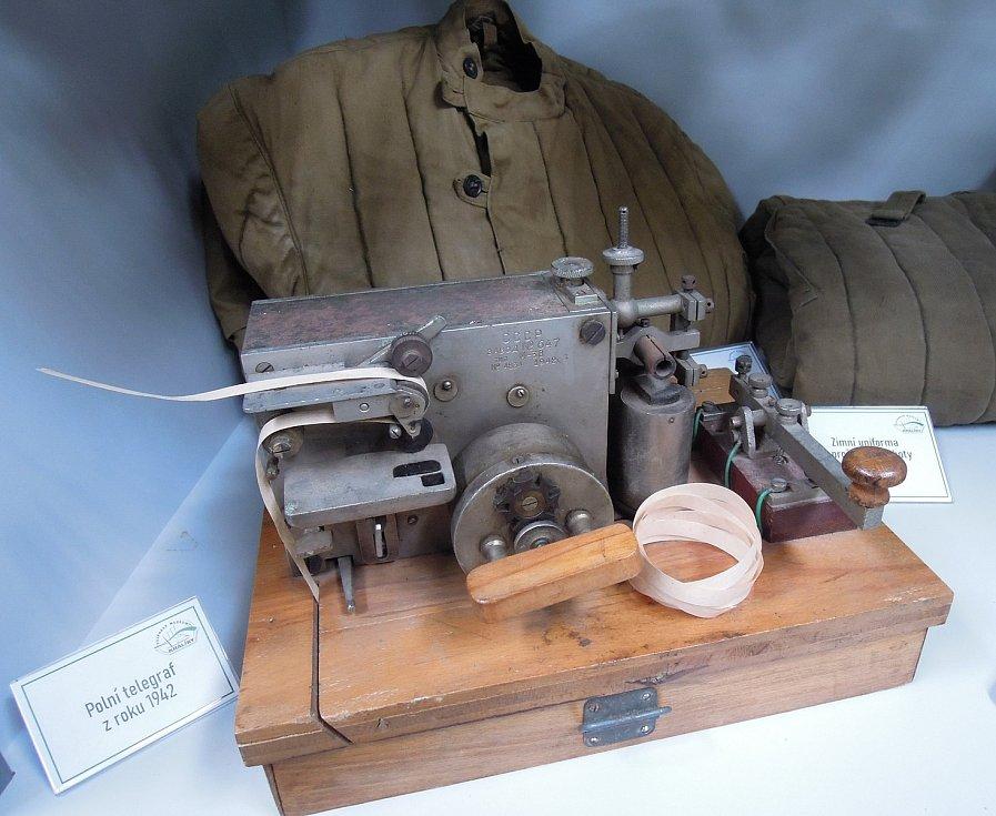 Malý, ale důležitý, tak se dá popsat telegraf z roku 1942 používaný Rudou armádou. Zdroj: Vojenské muzeum Králíky