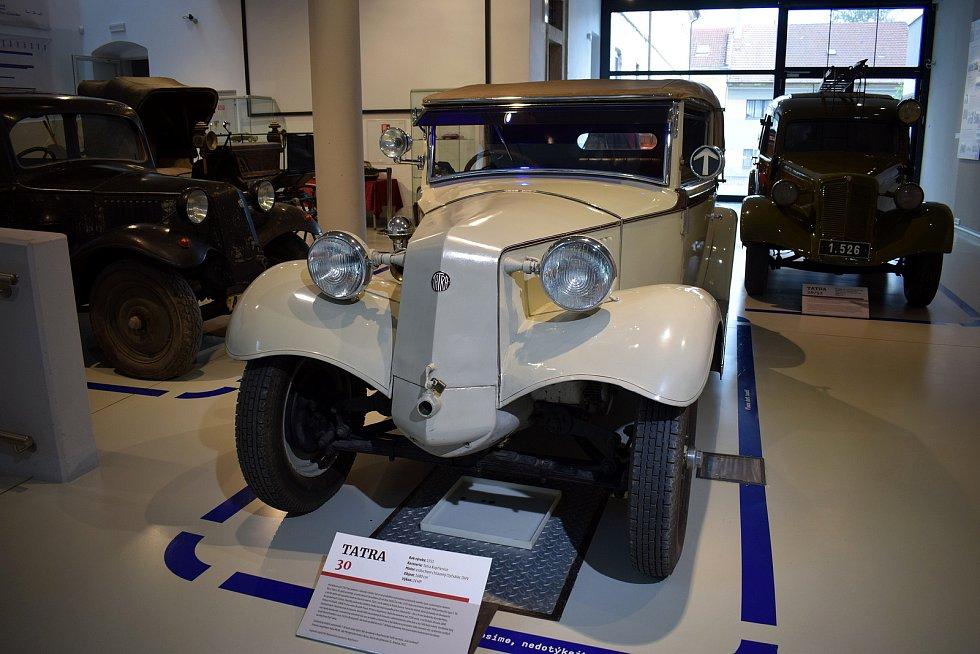 Muzeum českého karosářství ve Vysokém Mýtě láká na sezonní výstavu tatrovek doplněnou o 3D Baťovu pojízdnou kancelář.
