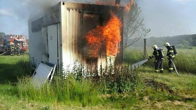 Požár u fotovoltaické elektrárny vKosoříně.
