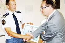Nejtvrdšího hasiče Evropy Lukáše Nováka ocenil náměstek hejtmana Roman Línek.