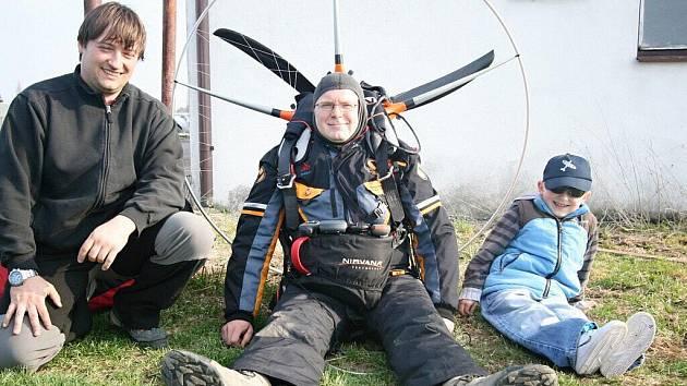 Rekordman na padáku Miroslav Oros na žamberském letišti.