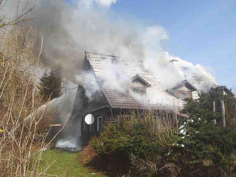 likvidace požáru v Dolní Lipce je velmi dlouhá.