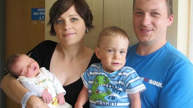 Matouš Chvosta je po Marečkovi druhým synem manželů Petry a Miroslava ze Šedivce. Narodil se jim 10. června v 18.03 s hmotností 3,678 kg.