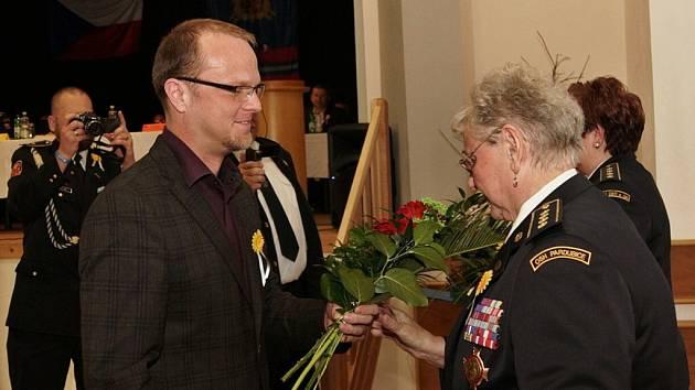 Hejtman Martin Netolický předal hejtmanskou medaili třem končícím starostům jednotlivých okresních sdružení.