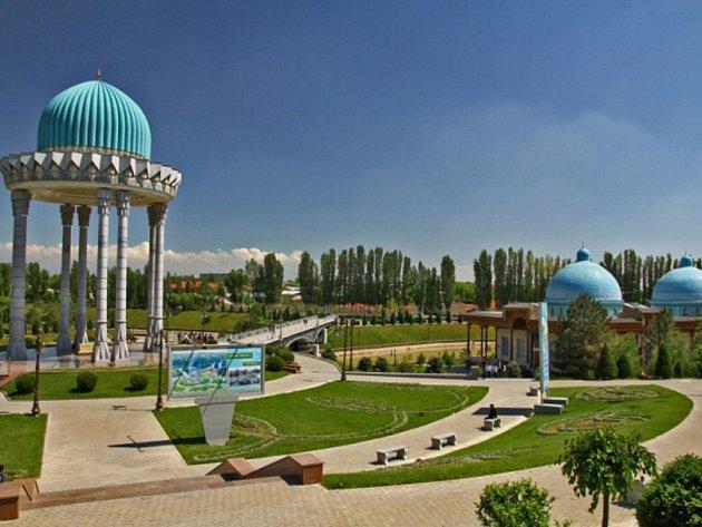 Taškent, park s novostavbou muzea Paměti obětí represí.
