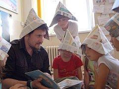 Tom Archer učí na Základní škole Aloise Jiráska v Lanškrouně.
