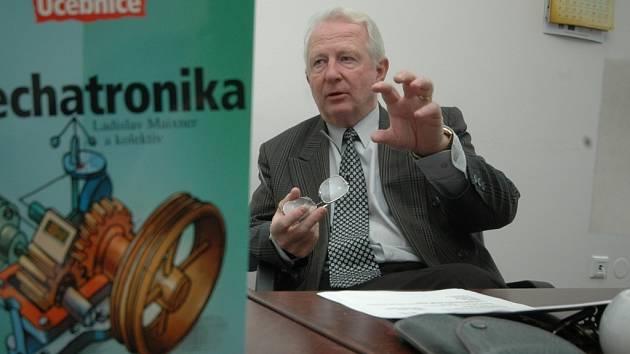 Manažer projektu Ladislav Maixner, bývalý ředitel SOŠ a SOU Lanškroun, je jedním z největších českých odborníků na výuku mechatroniky.
