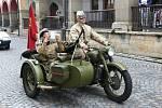 Řadu zastávek měla v sobotu kolona vojenské historické techniky, která křižovala okresem Ústí nad Orlicí.