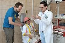 Zdravotní klauni v ústecké nemocnici natáčejí videa, která mají děti zbavit strachu z vyšetření.