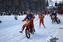 Nejlépe to v Klášterci jelo motokrosaři  Vítězslavu Markovi s lyžařem Jakubem Navrátilem (Cermen Racing/KTM), druzí dojeli domácí bratři Šrolerové (Klášterec/Yamaha).