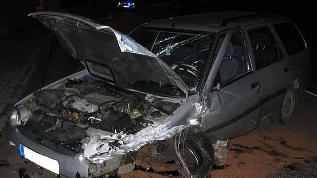 V České Třebové se v noci čelně střetla dvě auta.