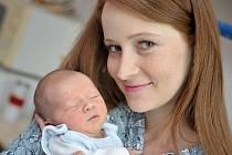 Adam Jakesch se narodil 29. května v 19.15 hodin s hmotností 2,916 kg. Radost z prvního syna mají rodiče Pavlína a Zdenek z Hnátnice.