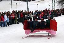 """Ski areál Peklák připravil na závěr jarních prázdnin první ročník """"závodu na čemkoli"""" ."""