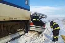 Fatální byl pro řidiče střet osobního vozu s vlakem