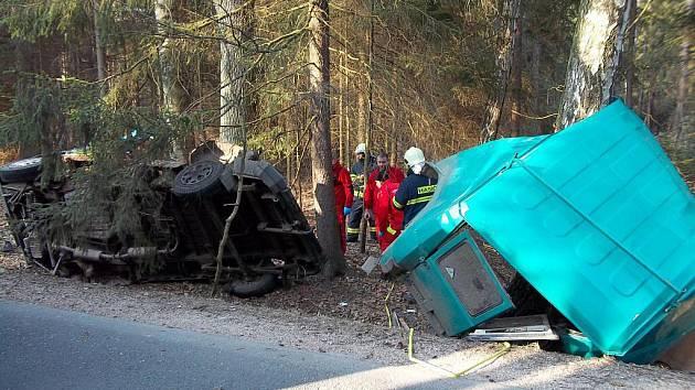 Na silnici z Borohrádku směrem na Vysoké Chvojno došlo ke smrtelné dopravní nehodě.