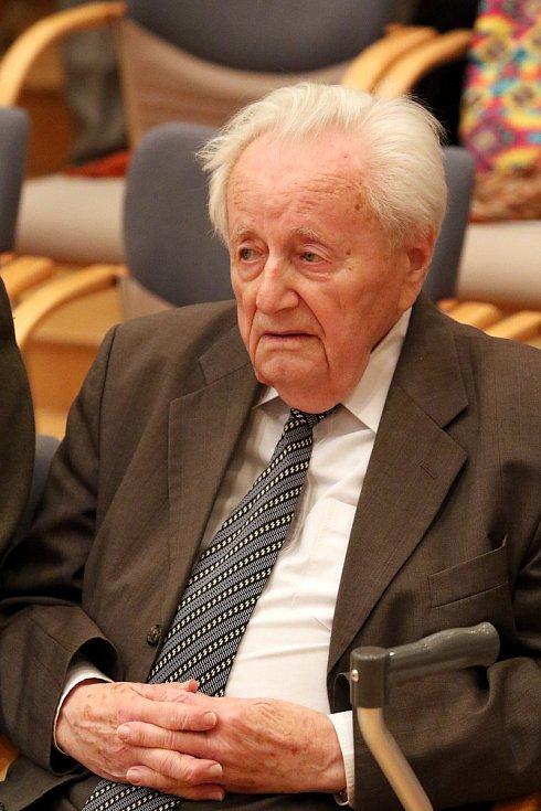 Při příležitosti 90. narozenin Josefa Martince, hudebníka, učitele a zakládajícího člena Komorního orchestru Jaroslava Kociana se v pátek 16. listopadu konal slavnostní koncert.