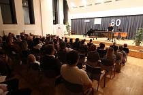 Základní umělecká škola Jaroslava Kociana v Ústí nad Orlicí letos slaví osmdesátiny. Dalším dárkem byl úterní koncert současných žáků školy.