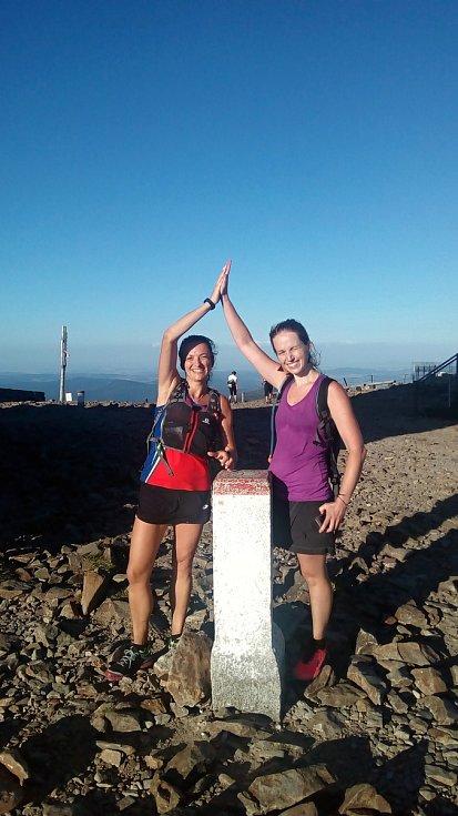 Darina Hrušková a Kateřina Balcarová si zaběhly z České Třebové na Sněžku. Trasu 160 kilometrů zvládly za tři dny.